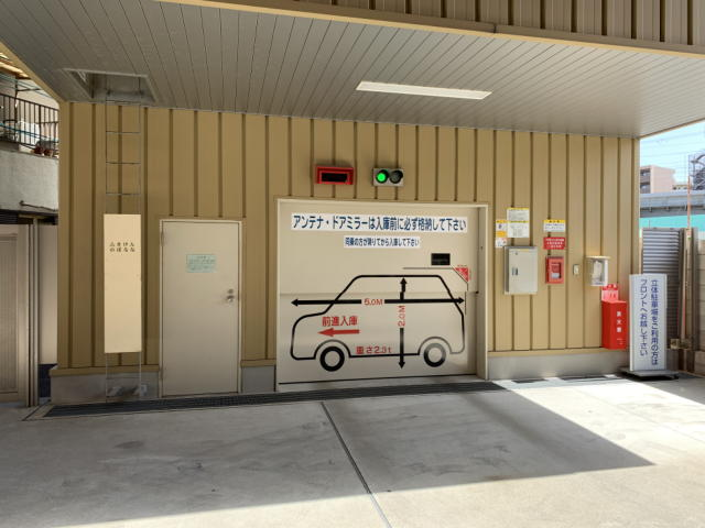 東横イン新大阪駅東口の機械式駐車場入口